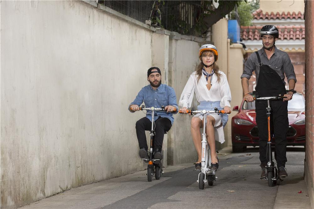 2 ruote dello scooter motorizzato