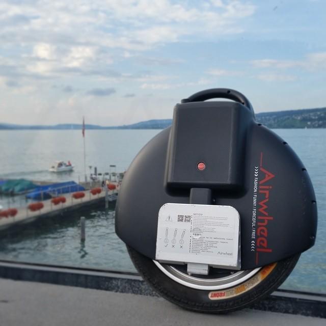 Airwheel elektrisches einrad hervorgehoben in Mos Patiparn Konzert