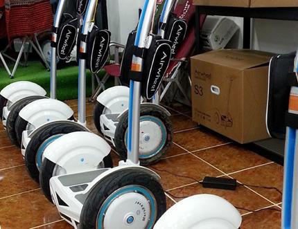 الفكرة الأساسية في Airwheel حول سكوتر ذاتية التوازن