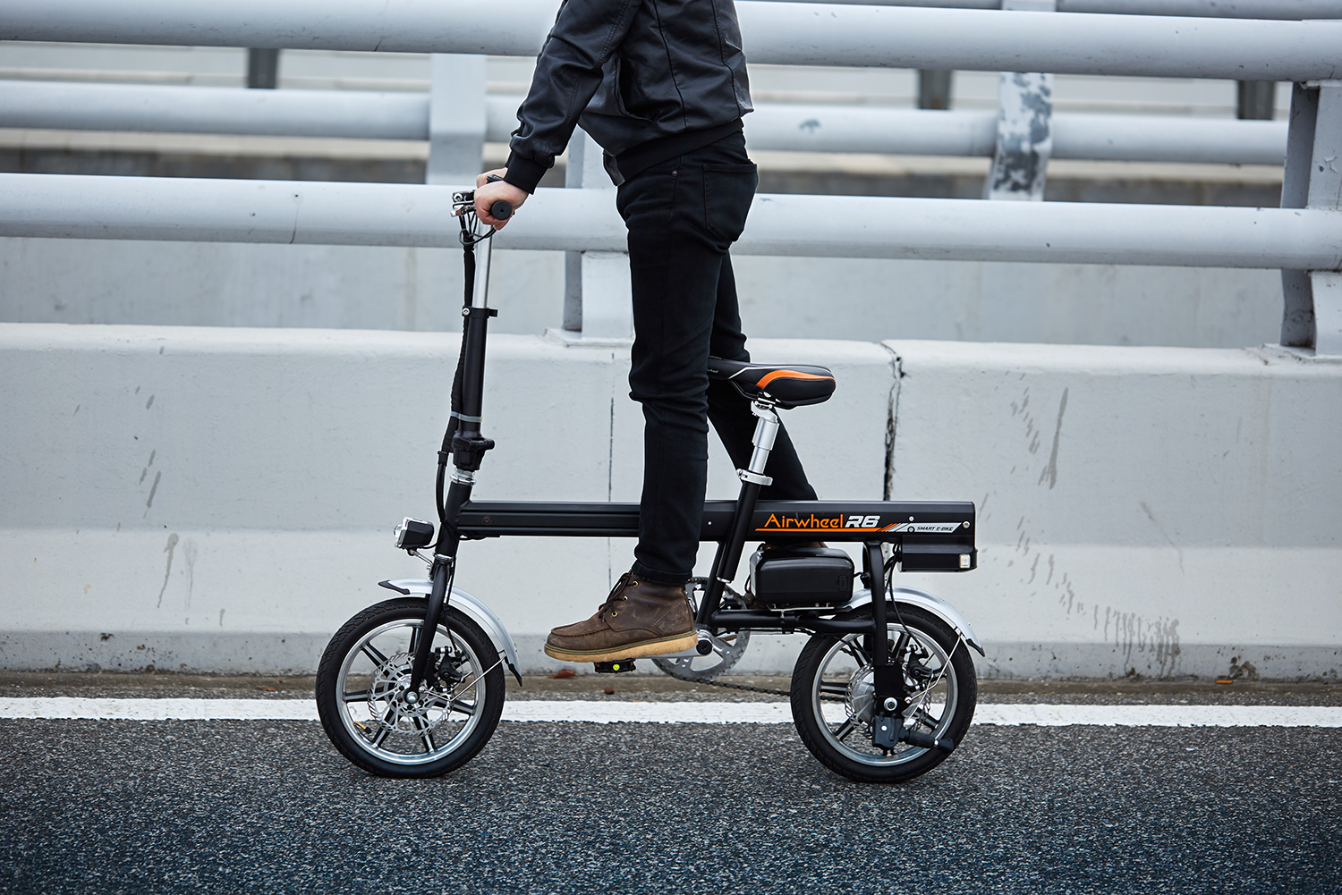 Airwheel R6 smart assist electric bike