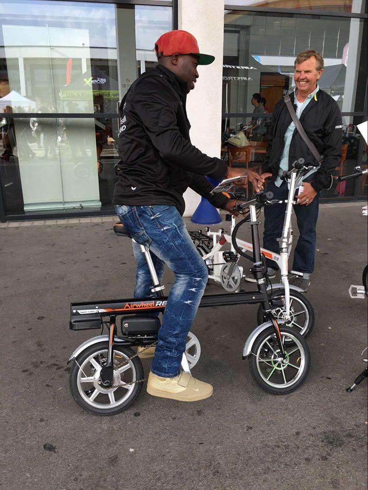 Airwheel R6 smart e bike