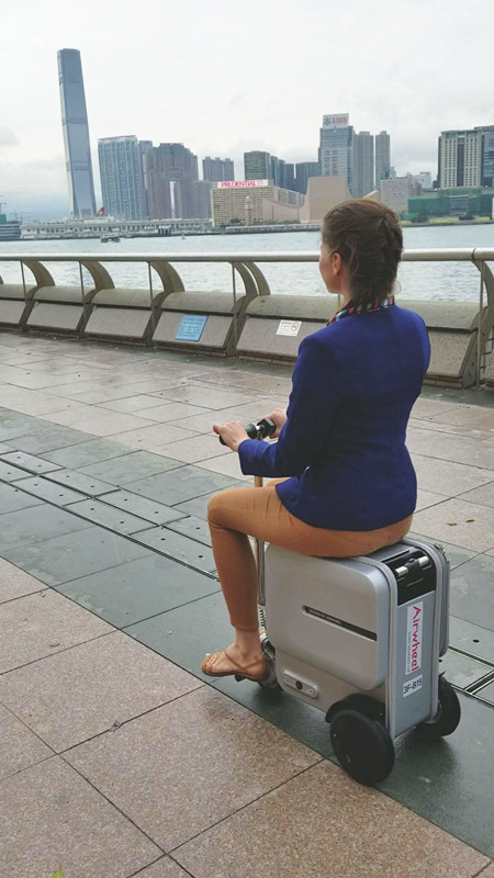 Airwheel SE3 carry-on smart luggage