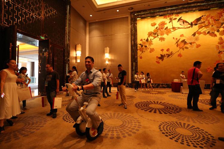 Airwheel  دراجة التوازن الذاتي