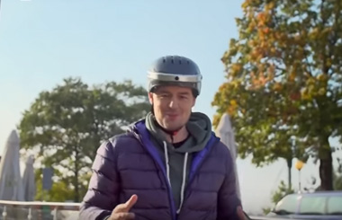 Airwheel smart helmet C5 evaluation video.