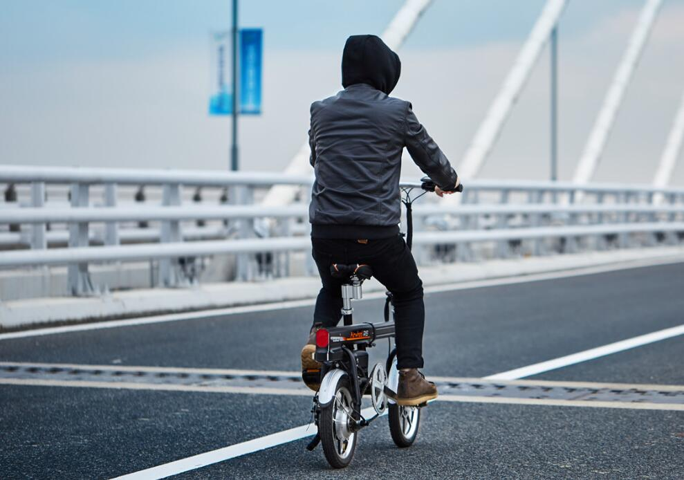 Airwheel R6 smart bike