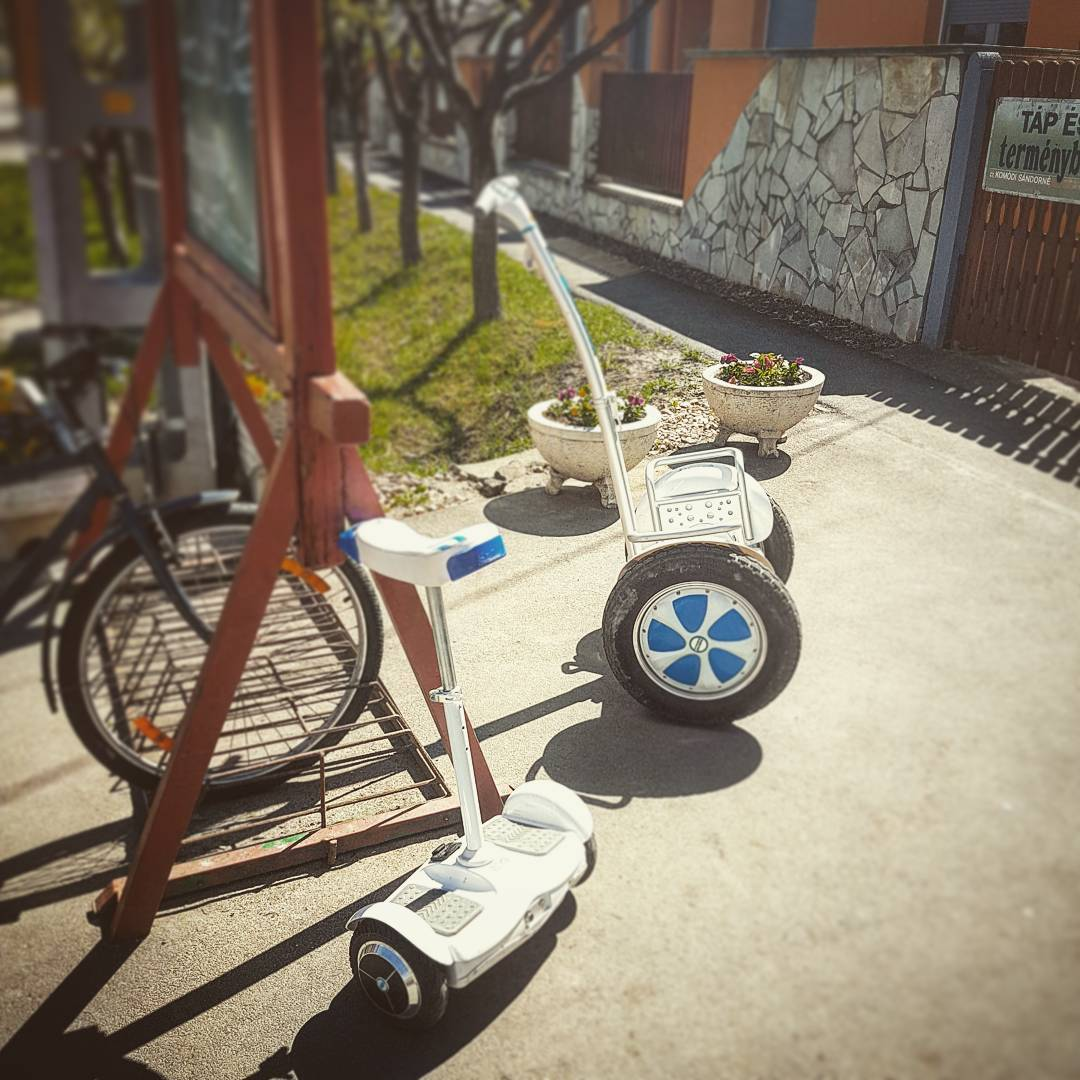 Airwheel S5 intelligent power scooter