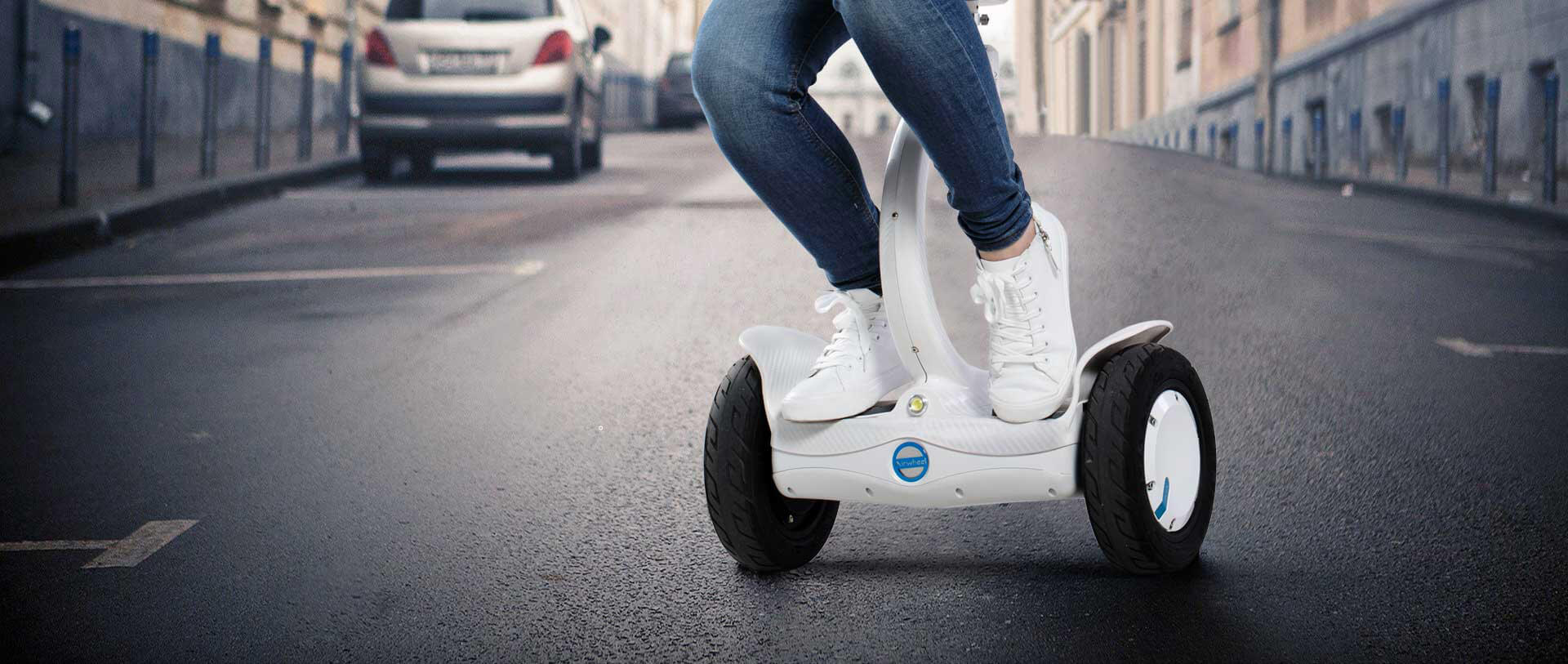 Airwheel saddle-equipped scooter