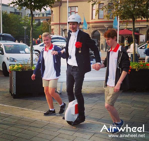 f758e34e3600c1 http   www.airwheel.net intelligent%20scooter intelligent%20scooter X8 outdoor-039.jpg
