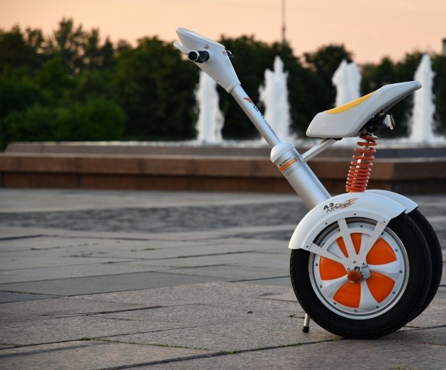 Airwheel-A3-balancing-electric-scooter-in-the-park