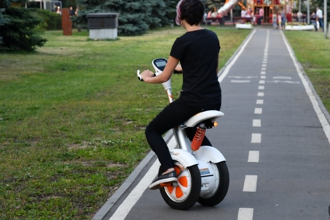 Airwheel-A3-balancing-electric-scooter-on-the-road