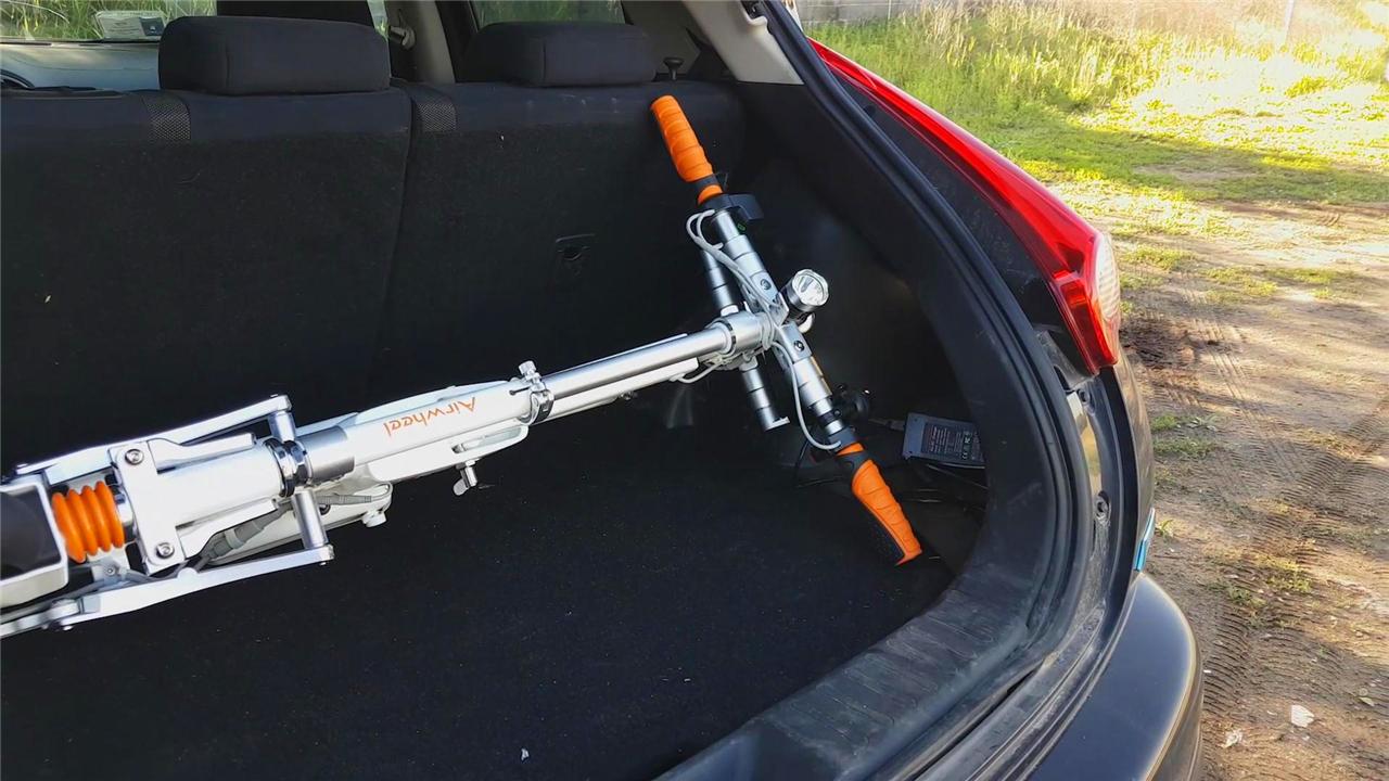Airwheel-E6-smart-electric-bike-in-the-car-trunk