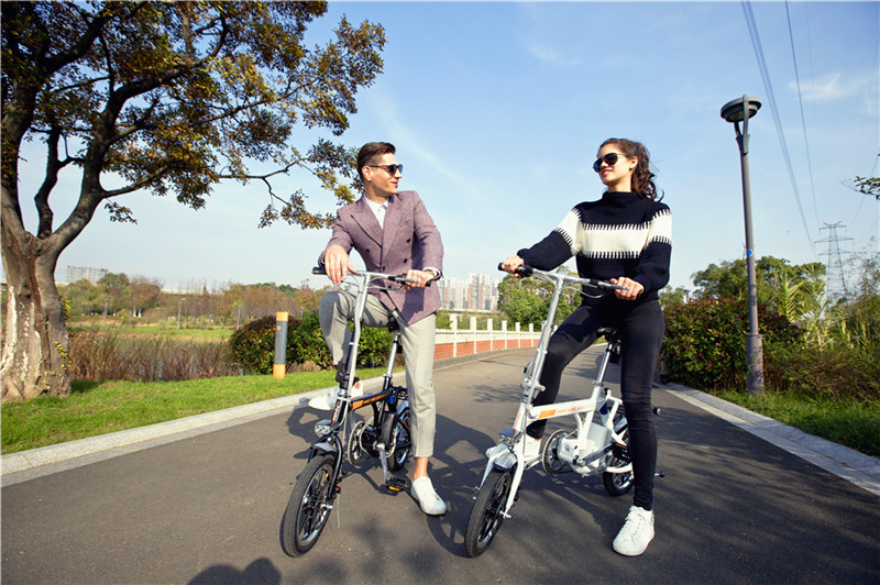 Airwheel R3 folding electric assist bike