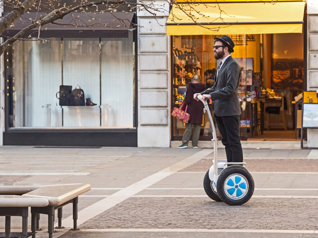 Airwheel S5 electric self-balancing scooter