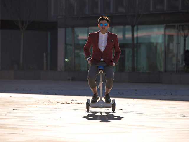 http://www.airwheel.net/scooter/Airwheel_S6_45.jpg