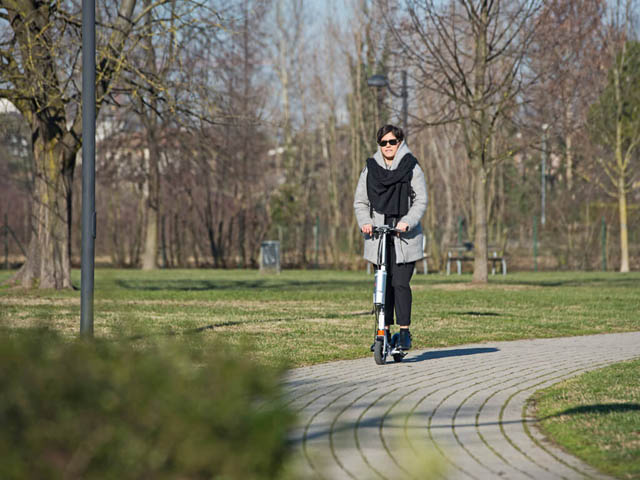Airwheel Z3 Standing Electric Scooter