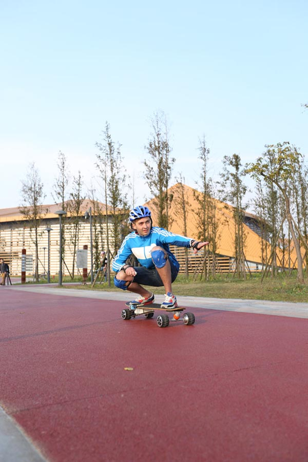 http://www.airwheel.net/skateboard/Airwheel_M3_33.jpg