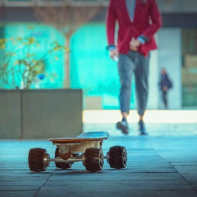 Airwheel mini mobility self balancing skateboard