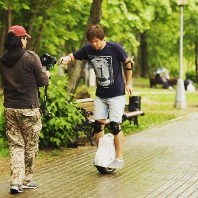 http://www.airwheel.net/skateboard/Airwheel_Q3_b.jpg