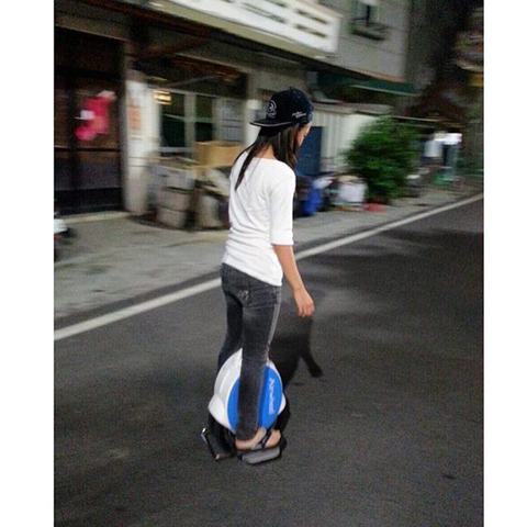 http://www.airwheel.net/skateboard/Airwheel_Q5_8.jpg