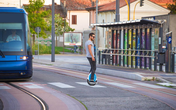 http://www.airwheel.net/skateboard/Airwheel_Q5_g.jpg
