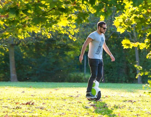 Airwheel Q6 self-balancing twin-wheel scooter