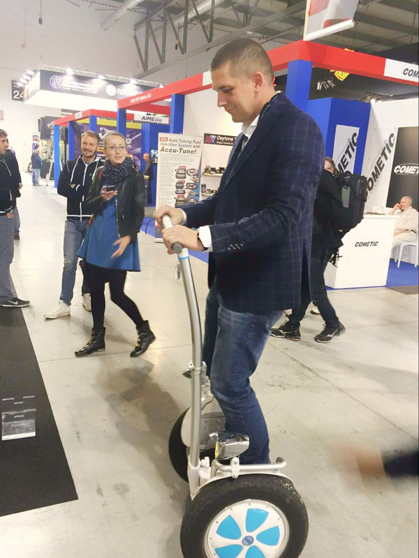 http://www.airwheel.net/skateboard/Airwheel_S5_11.jpg