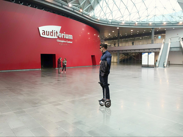 Airwheel S6 sitting posture self-balancing scooter