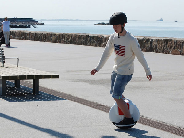 Airwheel X6 self-balancing scooter