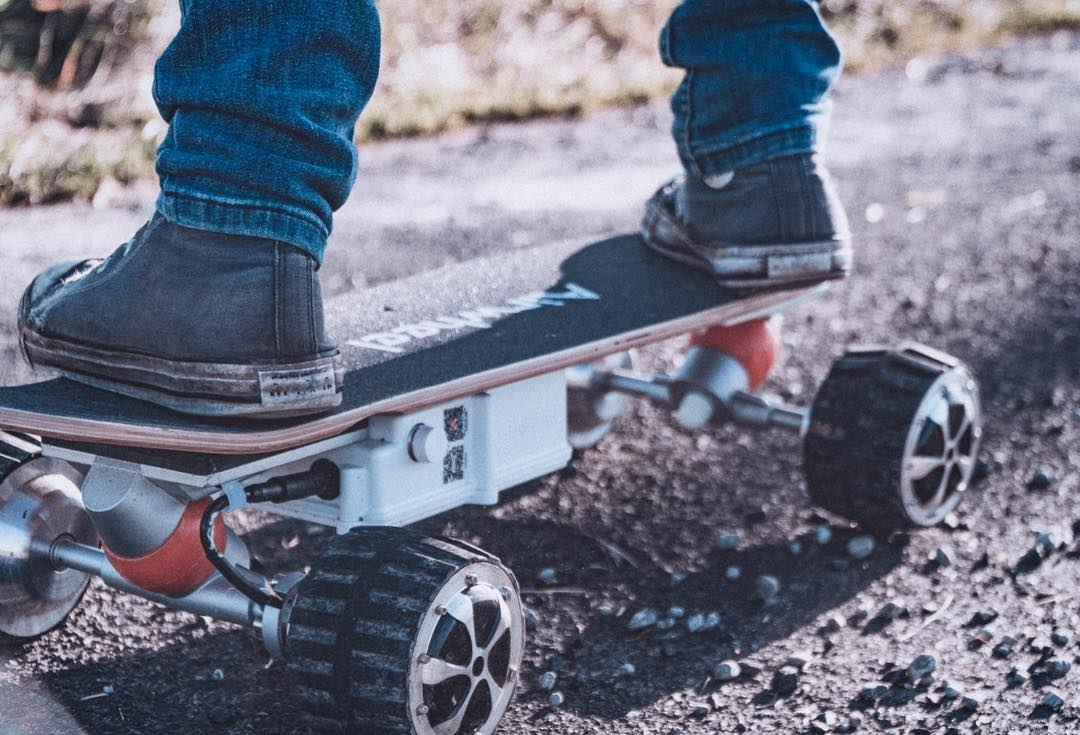 Airwheel M3 electric skateboards