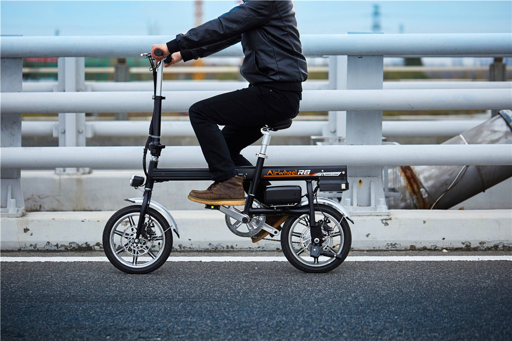 Airwheel R6 assist electric bike