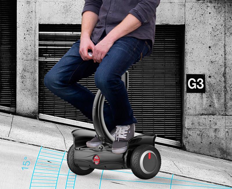 Elektrischer selbstausgleichender Roller