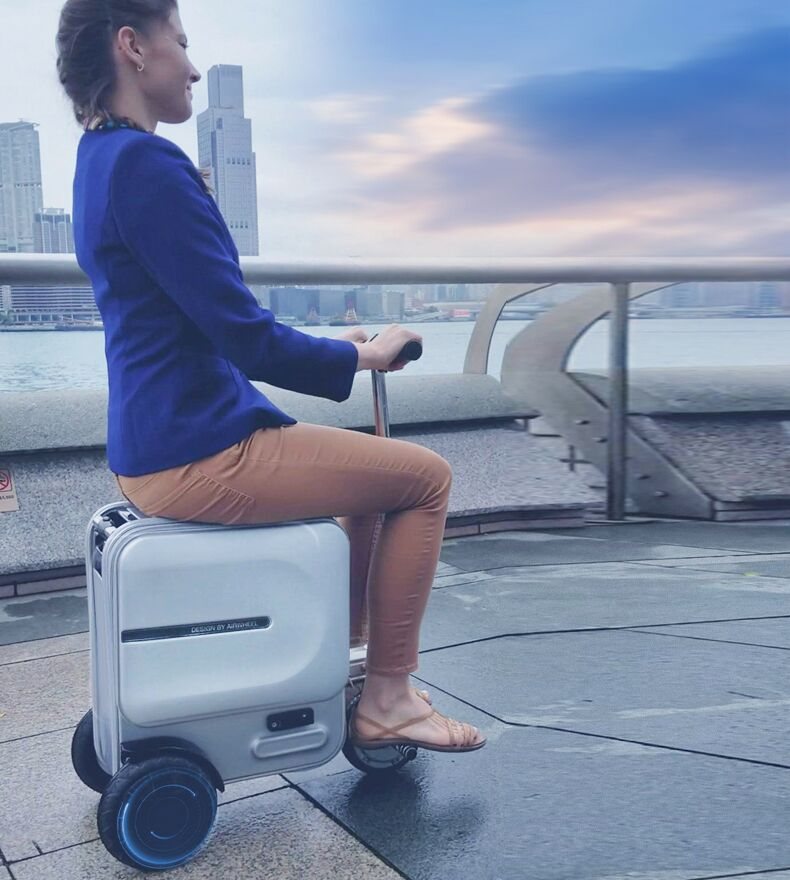 Airwheel SE3 Robot suitcase