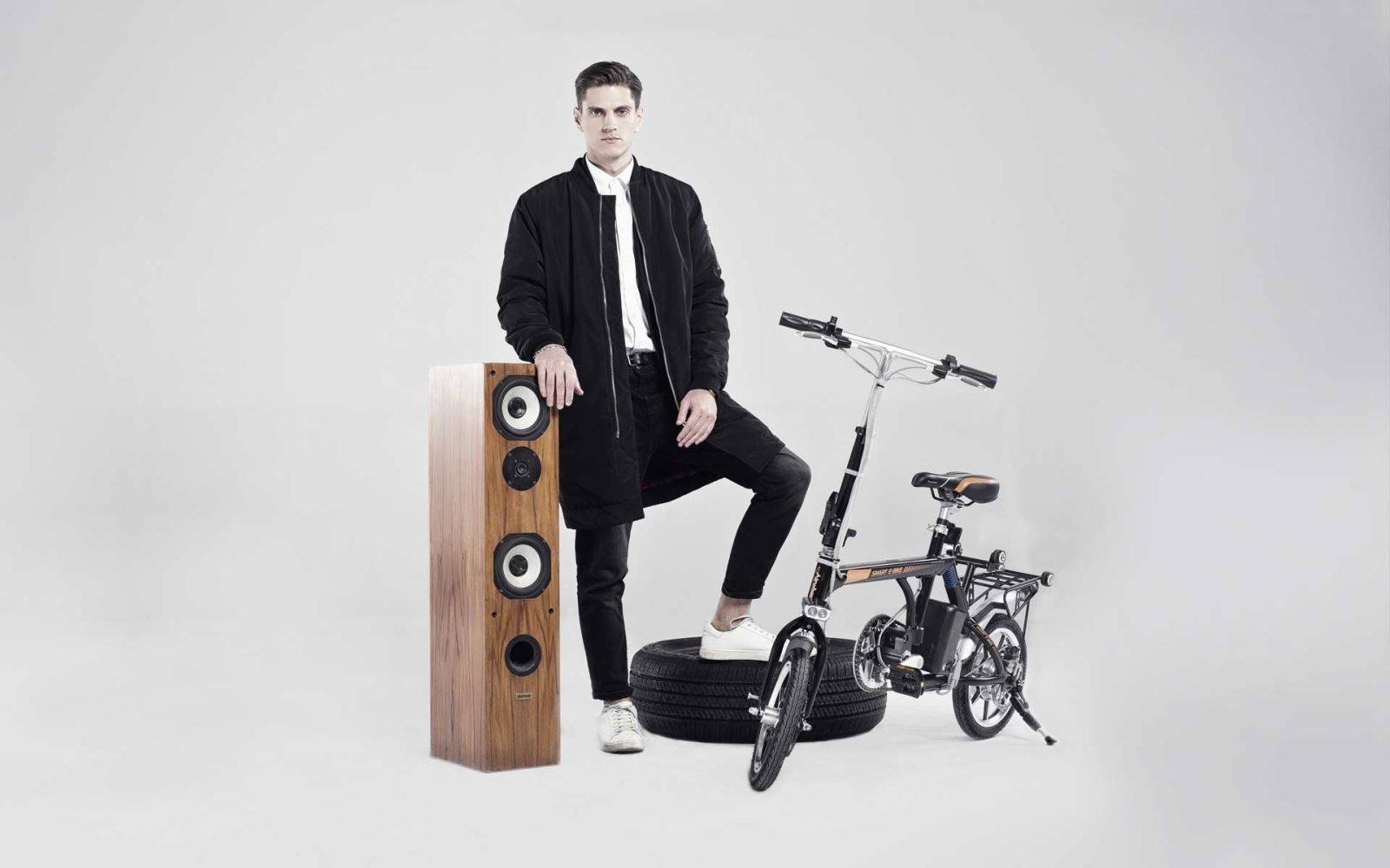 Airwheel R3 electric moped bike.