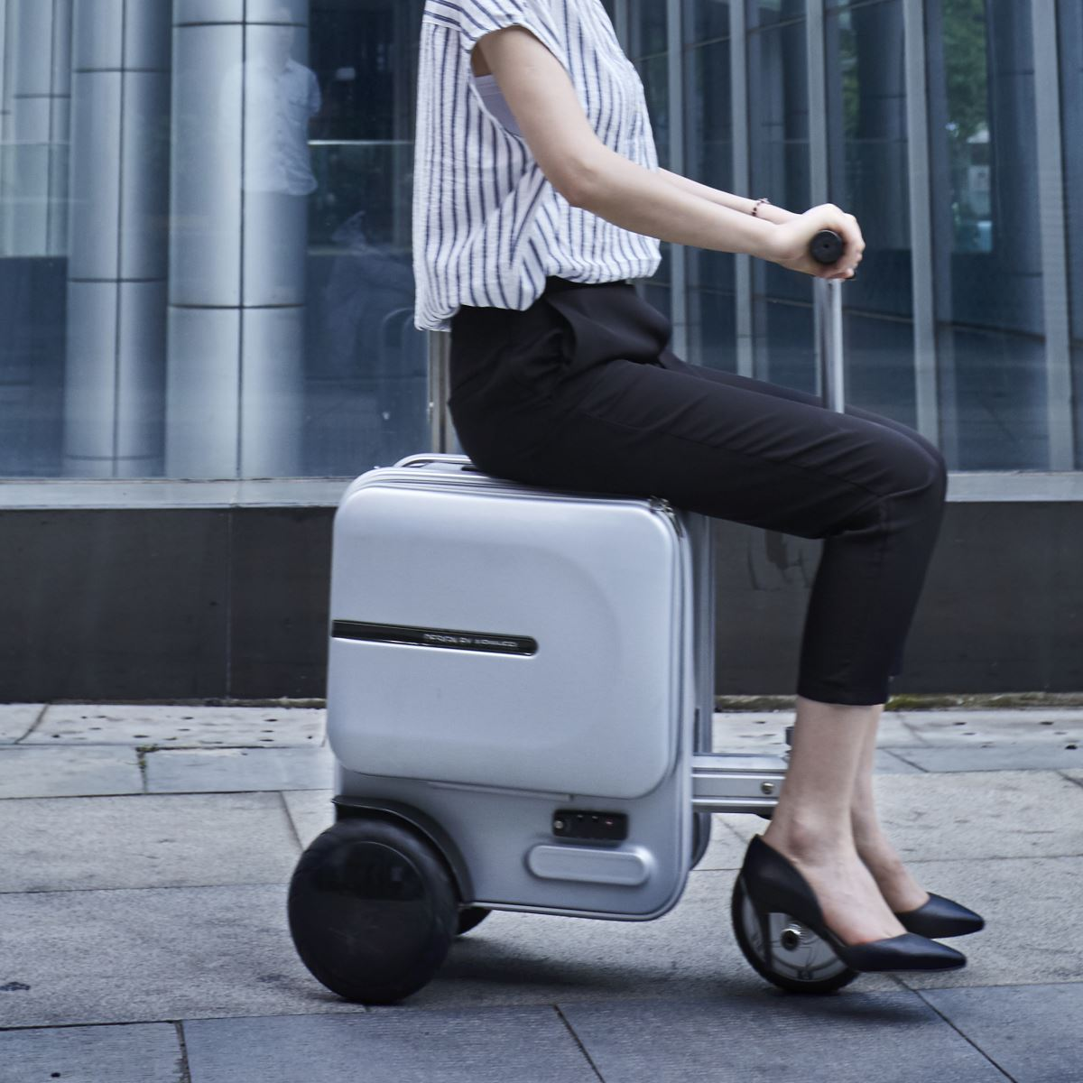 Airwheel SE3 Motorized Rideable Luggage.