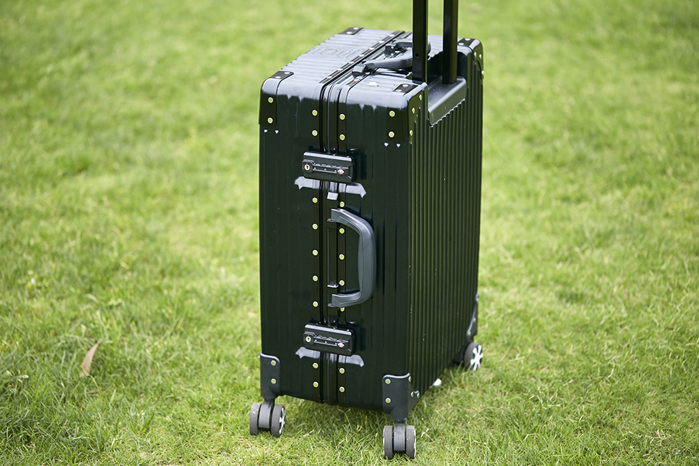 Airwheel SR6 power assisted luggage(1).