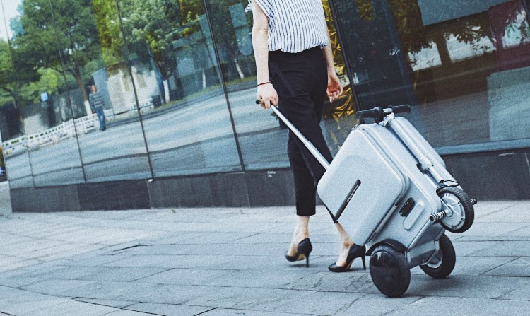 Airwheel se3 rideable suitcase(3).