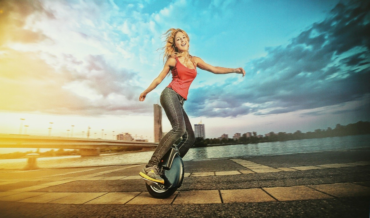 Airwheel, monociclo motorizzato mini scooter