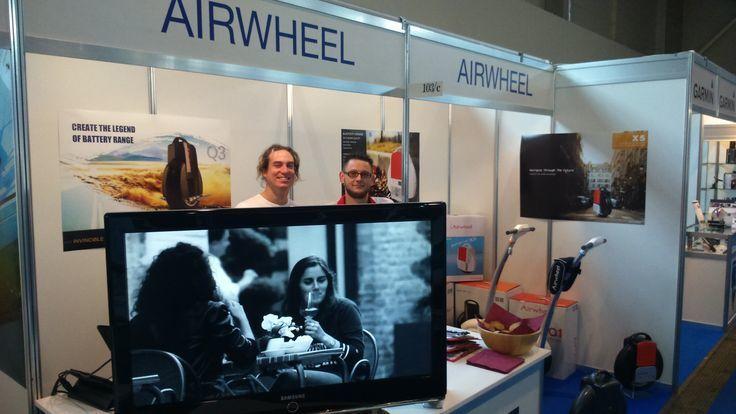 Titular: Airwheel Auto-equilibrio Scooter Inteligente Está Engendrando un Medio de Transporte Preferible para Viajeros Modernos