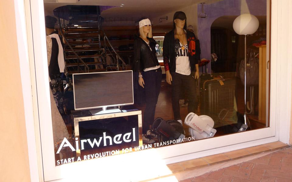 """El scooter de dos ruedas de Airwheel presenta en el  famoso espectáculo """"AhoraQué""""  en Nueva Zelanda."""