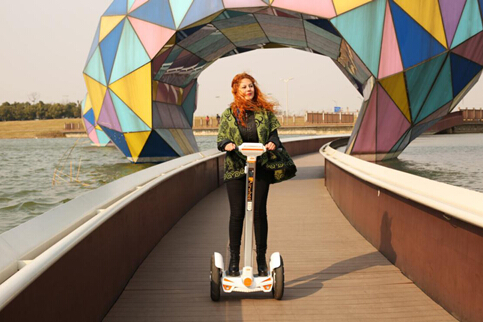 Distinctive design is the key focus and crux of a successful product. Airwheel S3 as the latest groundbreaking hit on market has redefined industry standard with its optimal interplay of distinctive design elements. Let's take a look at the newly launched Airwheel S3.