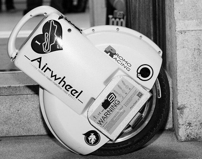Airwheel Electric Unicycle Says Goodbye to Traffic Congestion.