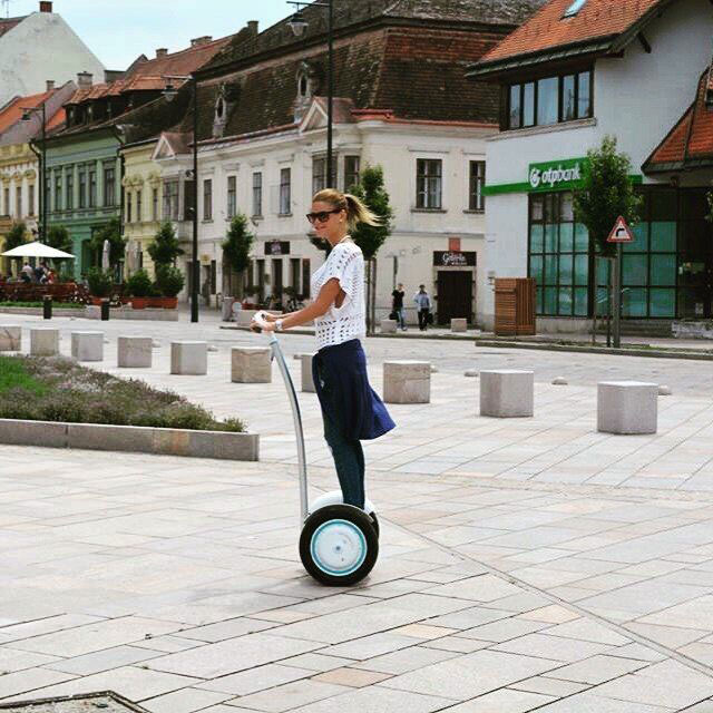 Airwheel Self-balancing Scooter Saves People from Traffic Jams