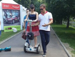 Inteligente e High-Tech Airwheel S3 com rodas scooter elétrico leva a viagem do futuro