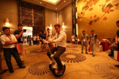With Airwheel self-balancing electric scooter, people manage to save time and are free from traffic congestion.