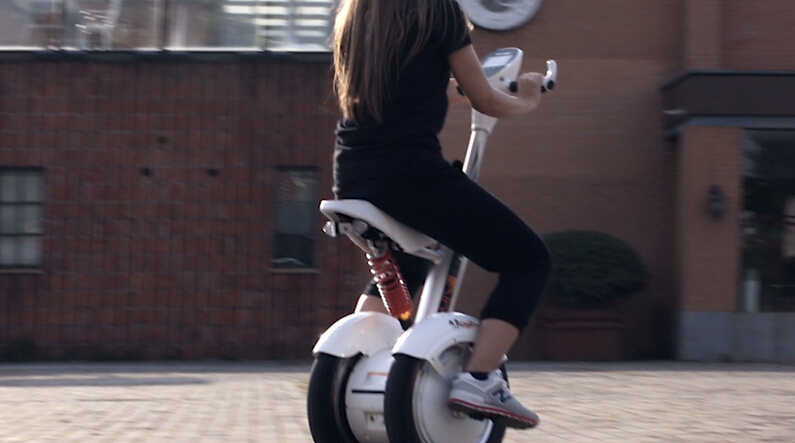 Airwheel Intelligent Electric Scooter A3 Helps Enjoy the Advanced Technologies