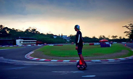 Don't Forget the Real Life, Having a Free Travel with Airwheel Electric Unicycle