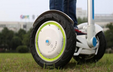 Airwheel S3 electric self-balancing scooter leads the fashion.