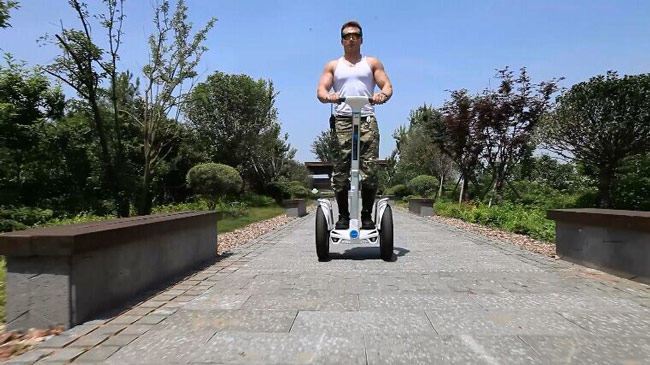 two-wheeled scooter Airwheel