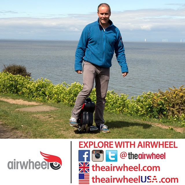 As a twin-wheeled scooter, the design of Airwheel Q1 is a combination of function and beauty.