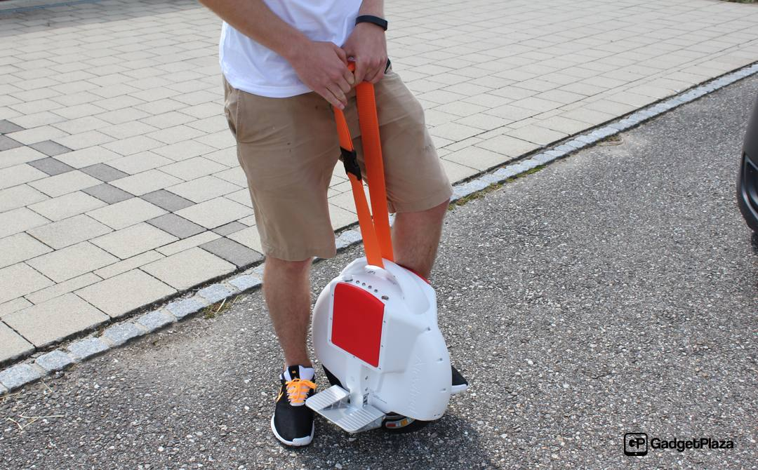 The small volume of Airwheel electric self-balancing scooter enables people to put it in into their bag or luggage.